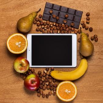 Küche. tablette und essen