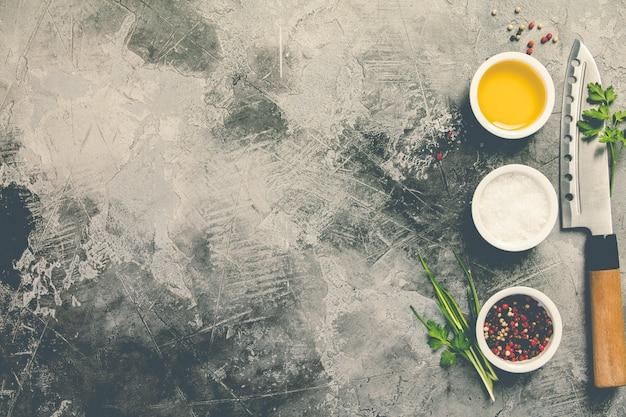 Küchenmesser und gewürze