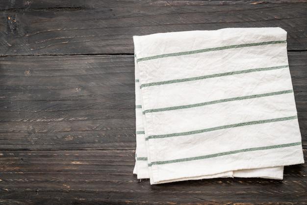 Küchentuch (serviette) auf holztisch