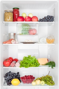 Kühlschrank voller lebensmittel