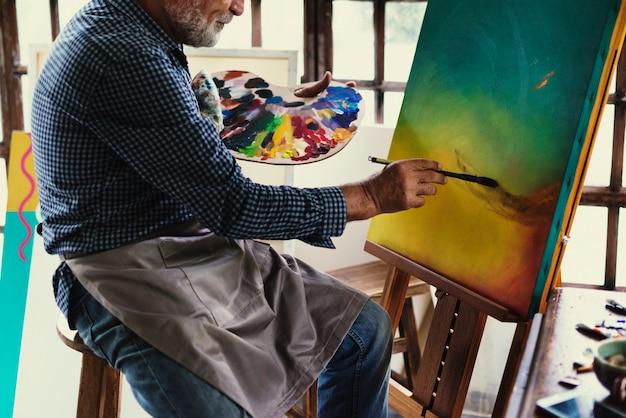 Künstler malerei kunstwerk am arbeitsplatz