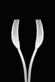 Künstlerische schale weinform oder handform gemacht mit zwei gabeln.
