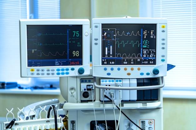 Künstliche lungenbeatmungsgeräte in der modernen klinik. pneumonie diagnostizieren. covid-19 und coronavirus-identifizierung. pandemie.
