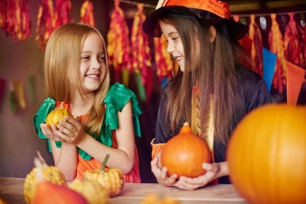 Kürbis als symbol der halloween-tradition