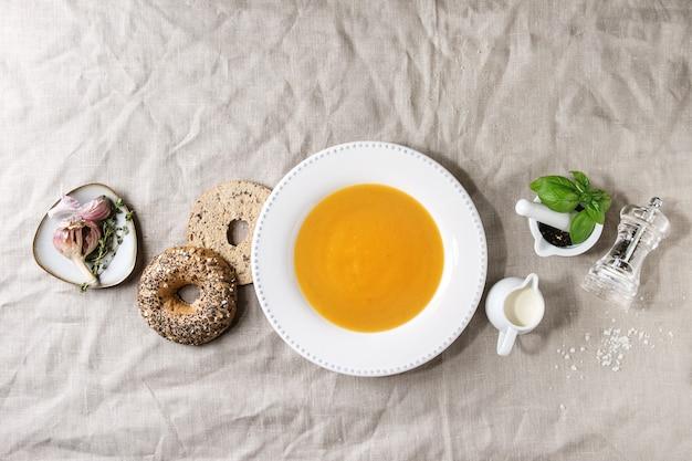 Kürbis- oder karottensuppe