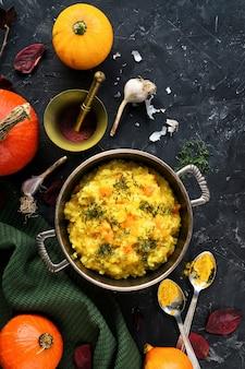 Kürbisbrei, vegetarisches gesundes lebensmittel