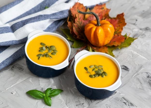 Kürbiscremesuppe mit samen autumn healthy vegetarian food grey background