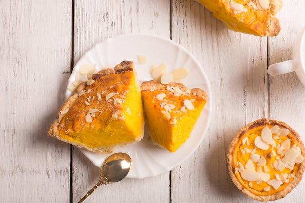 Kürbiskuchen mit mandelscheiben