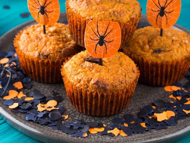 Kürbismuffins für halloween-kinderparty