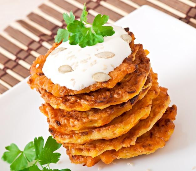 Kürbispfannkuchen mit sauerrahm