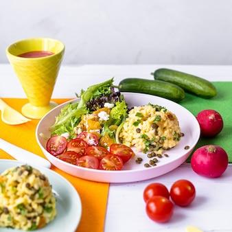 Kürbisrisotto, frischer salatmittagessen für kinder