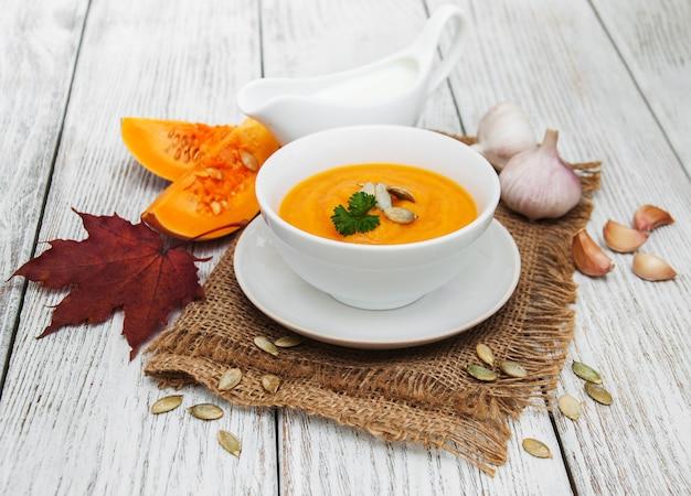 Kürbissuppe mit frischen kürbissen