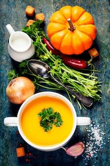 Kürbissuppe mit frischen zutaten