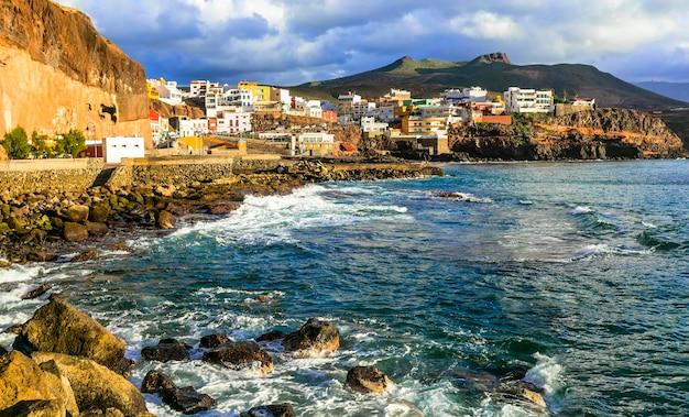 Küstenstadt puerto de sardina über sonnenuntergang