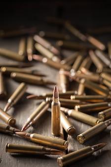 Kugeln auf holztisch
