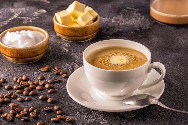 Kugelsicherer kaffee gemischt mit bio-butter