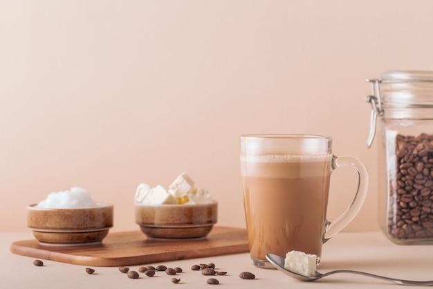Kugelsicherer kaffee gemischt mit bio