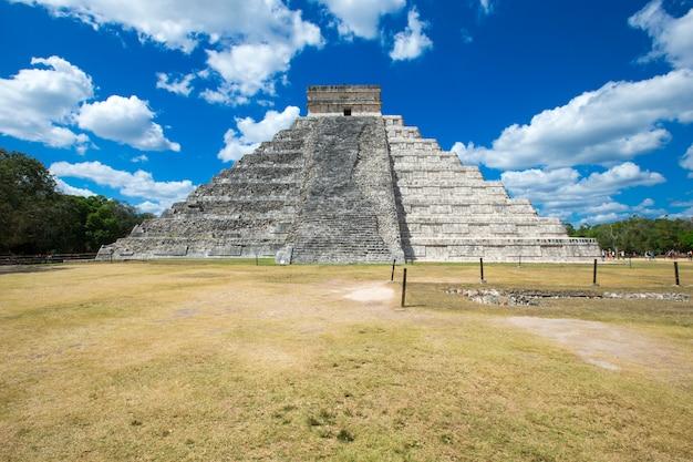 Kukulkan pyramide in chichen itza