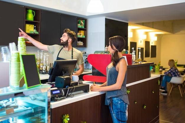 Kunden in einem café