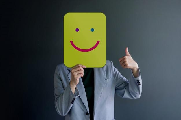 Kundenerfahrung oder menschliches emotionales konzept. körpersprache mit daumen hoch