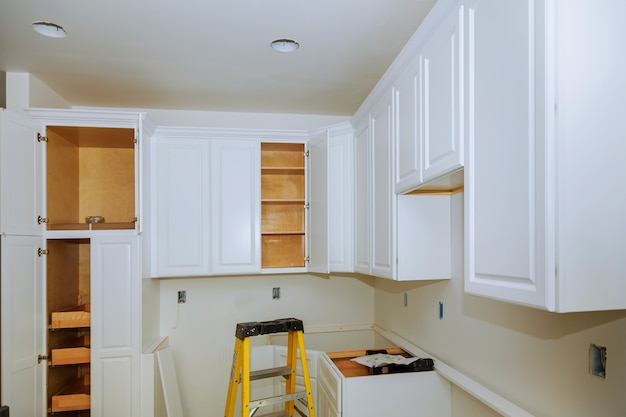 Kundenspezifische küchenschränke der installationsunterseite für insel in der mitte