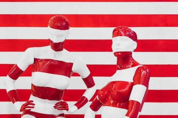 Kunst mannequin rote und weiße streifen, auf mit roten und weißen streifen gestreift. verkleidung.