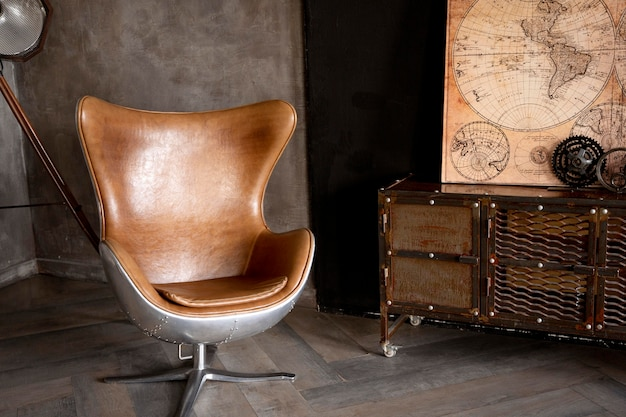 Kunstkonzept mit alten möbeln