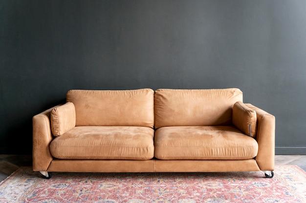 Kunstkonzept mit alter couch