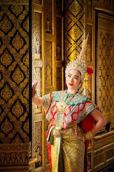 Kunstkultur thailand tanzen in maskiertem khon im literatur-ramayana, thailändisches klassisches