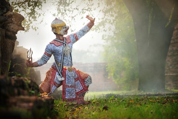 Kunstkultur thailand tanzen in maskiertem khon im literatur-ramayana