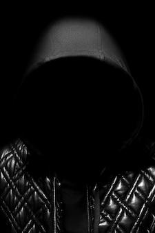 Kunstporträt eines mit kapuze mannes geheimnisvolles mystisches