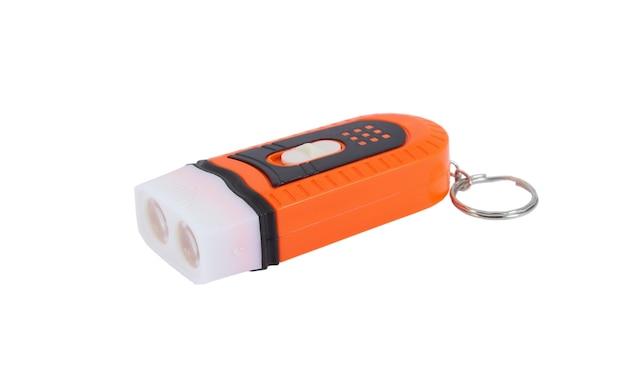 Kunststoff-schlüsselbund-led-taschenlampe isoliert auf einer weißen oberfläche
