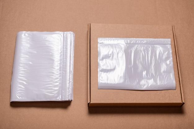 Kunststoffhalter für versandetikett