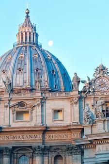 Kuppel des petersdoms in der vatikanstadt