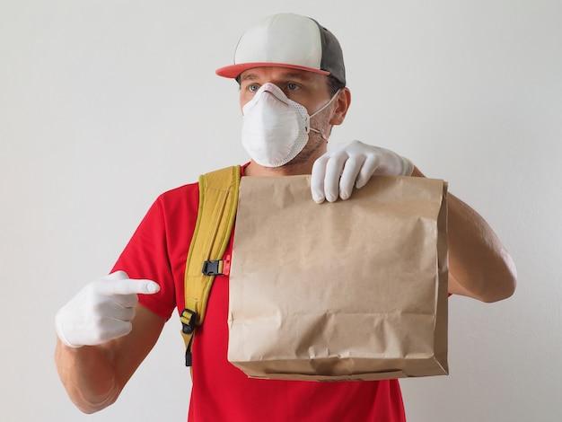 Kurier sichere lebensmittellieferung während coronavirus.