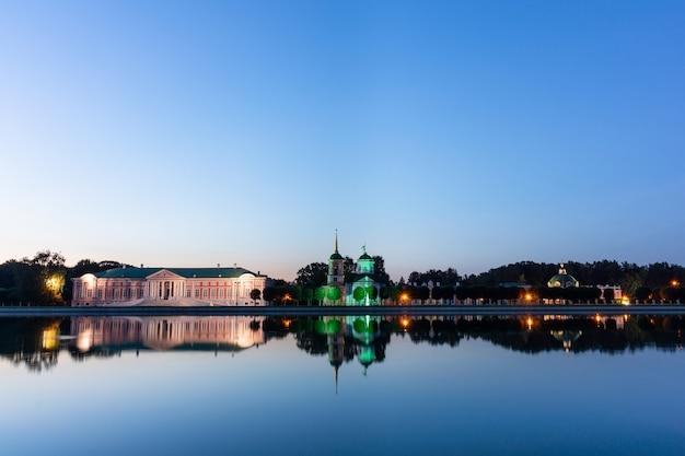 Kuskovo park in der nacht