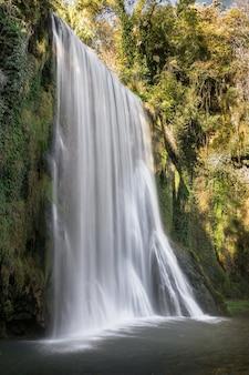 La caprichosa wasserfall, monasterio de piedra, saragossa