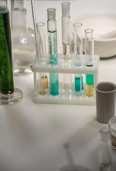 Laborflaschen-flüssigkeitstabelle