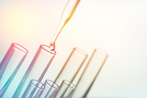 Laborgeräte und reagenzgläser