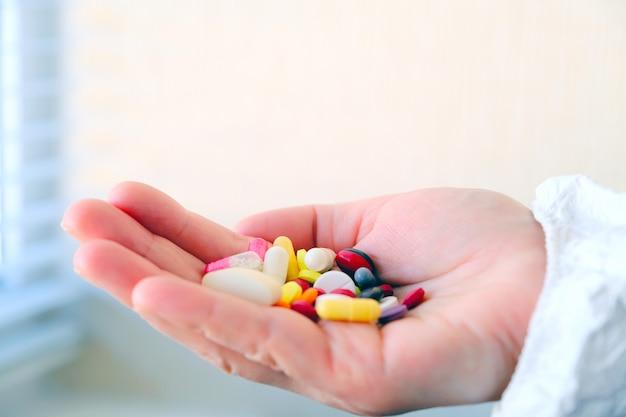 Labortests und klinische versuche von arzneimitteln. toxikologie. klinische pharmakologie.