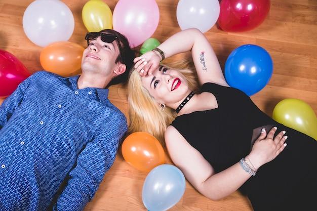 Lachen und ruhe nach party