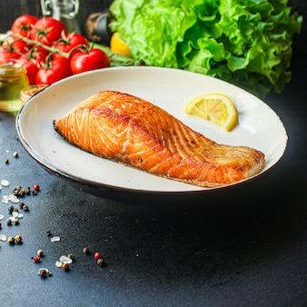 Lachs fisch gebraten grill grill meeresfrüchte gebackene mahlzeit leckere draufsicht,