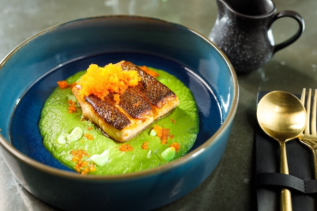 Lachs in cremiger kaviarsauce