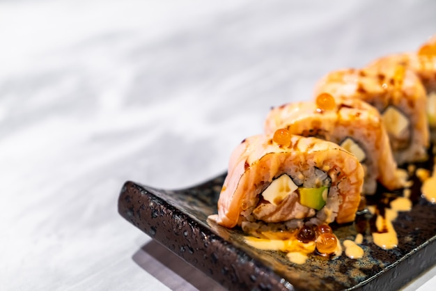 Lachs roll sushi