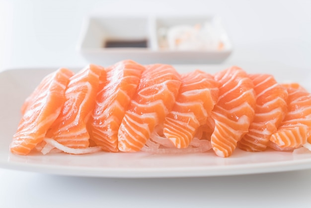 Lachsroh sashimi