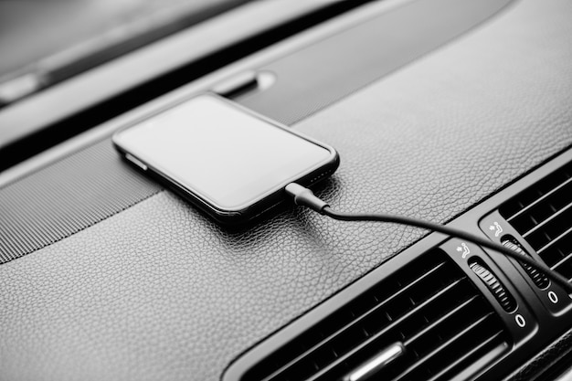 Ladegerätstecker am auto. netzstecker im auto