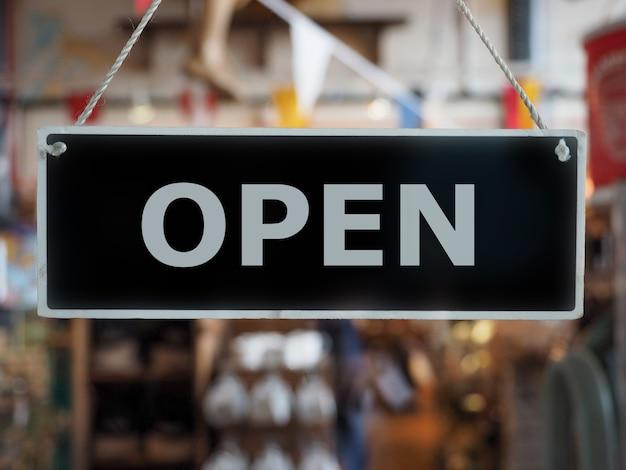 Ladenschild öffnen