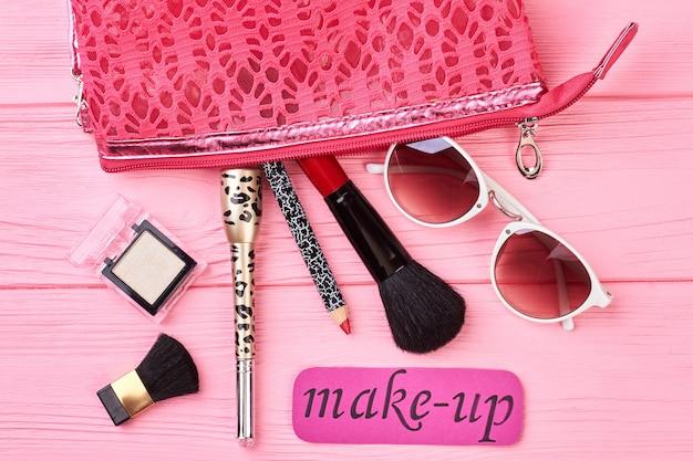 Lady make-up essentials und werkzeuge