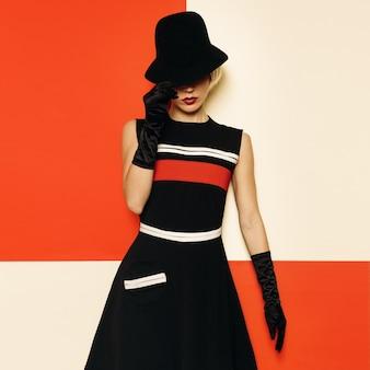 Lady retro style cabaret vintage kleidung. minimale mode. streifendesign