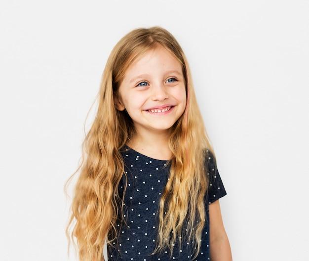 Lächeln-gesichtsausdruck-studio portriat des kleinen mädchens